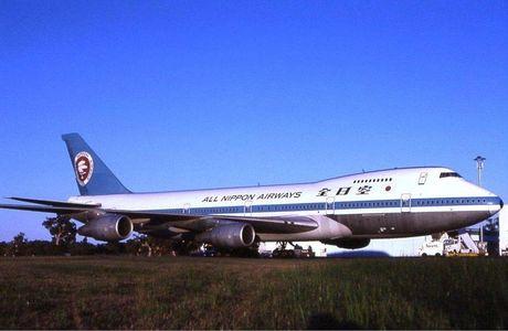 1024px-ANA_Boeing_747SR_PER_Wheatley.jpg