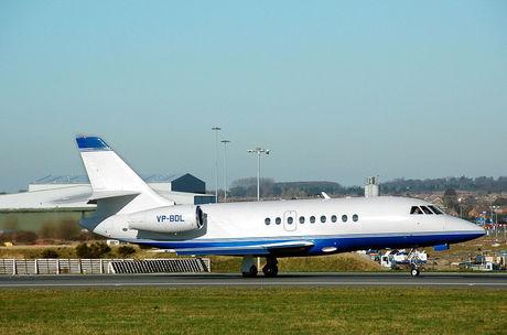 1024px-Dassault.falcon.2000.vp-bdl.arp.jpg