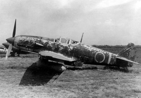 1024px-Kawasaki_Ki-61_Hien_with_drop_tank.jpeg