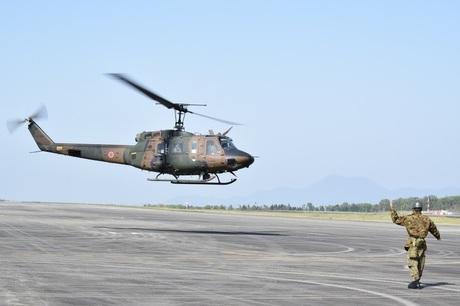 28.04.15ヘリコプター映像伝送機離陸(西方部方面航空隊 (2).jpg