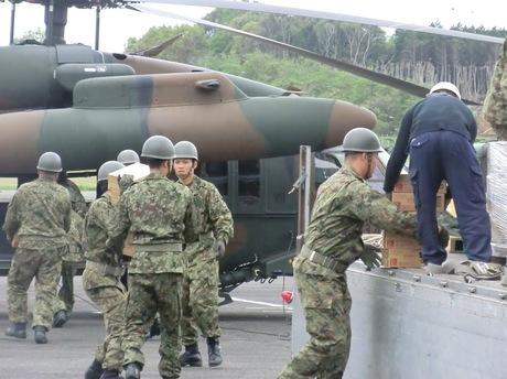 28.04.16物資輸送(第8飛行隊)(1).JPG