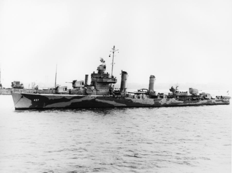 USS_Emmons_(DD-457)_at_anchor_c1942.jpg