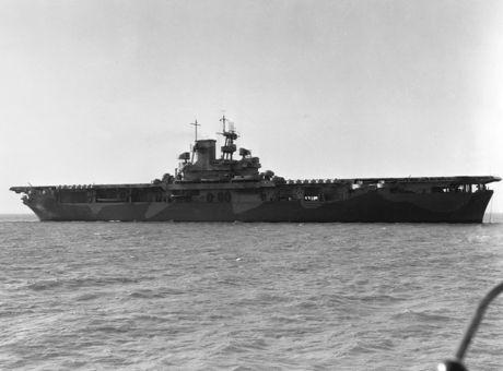 USS_Wasp_(CV-7)_off_the_Norfolk_Navy_Yard_1942.jpg